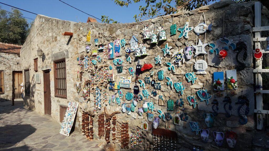 Eski Datça, Datça'da mutlaka görülmesi gereken bir yer. Can Yücel'in evi ve sokağı da var, burada