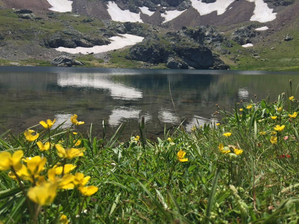 Anzer Yaylası'ndan gidilen gölün rakımı 2960 m.