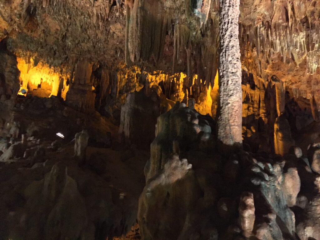 Dikit ve sarkıtlarıyla Damlataş Mağarası